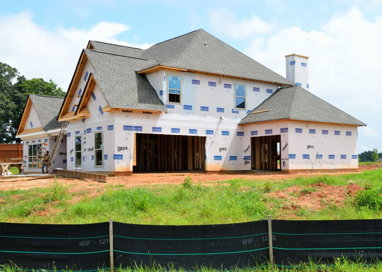 building vs buying a home